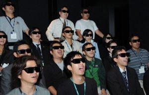 Japinhas usando oculos 3D